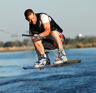 English +Sports: Water Skiing Homestay